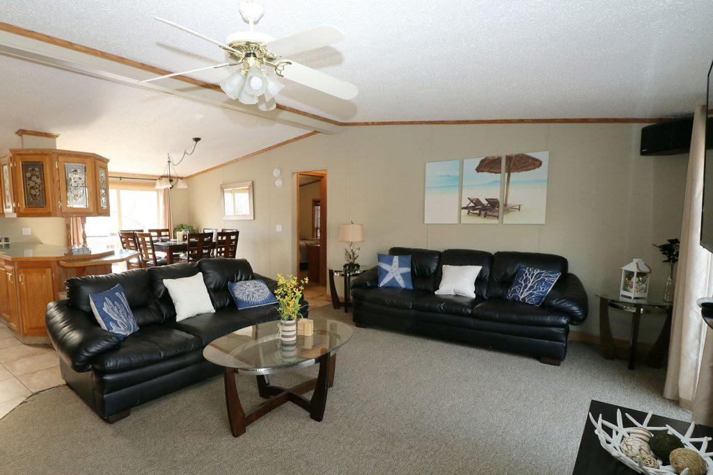 island club home rental living room