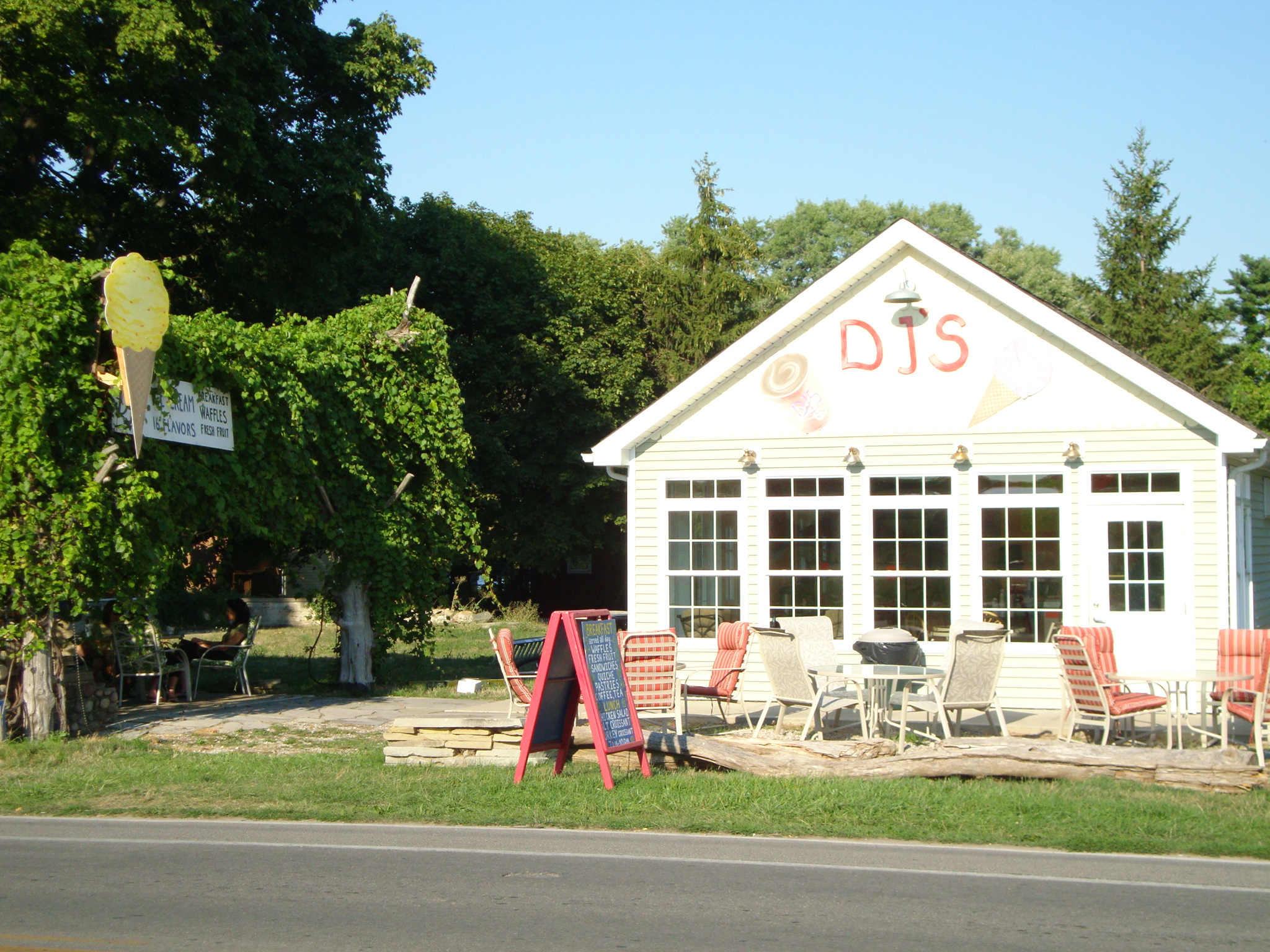 DJ's Ice Cream Put In Bay